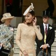 Kate Middleton, duchesse de Cambridge, en robe Alexander McQueen à la garden party organisée le 10 juin 2014 à Buckingham Palace par la reine Elizabeth II.