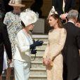 Kate Middleton et la princesse Anne discutant à la garden party organisée le 10 juin 2014 à Buckingham Palace par la reine Elizabeth II.