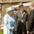 La reine Elizabeth II et le prince Philip, duc d'Edimbourg, à la garden party organisée le 10 juin 2014, jour des 93 ans du prince consort, à Buckingham Palace