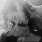 Christy Turlington et Edward Burns : Couple torride sur plage déserte
