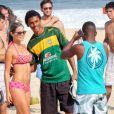 Karin Jimenez, épouse du footballeur colombien Santiago Arias, se prélasse au soleil en bikini rose, sur une plage de Rio de Janeiro. Le 16 juin 2014.
