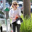Emma Roberts se promène à Beverly Hills, le 9 juin 2014.