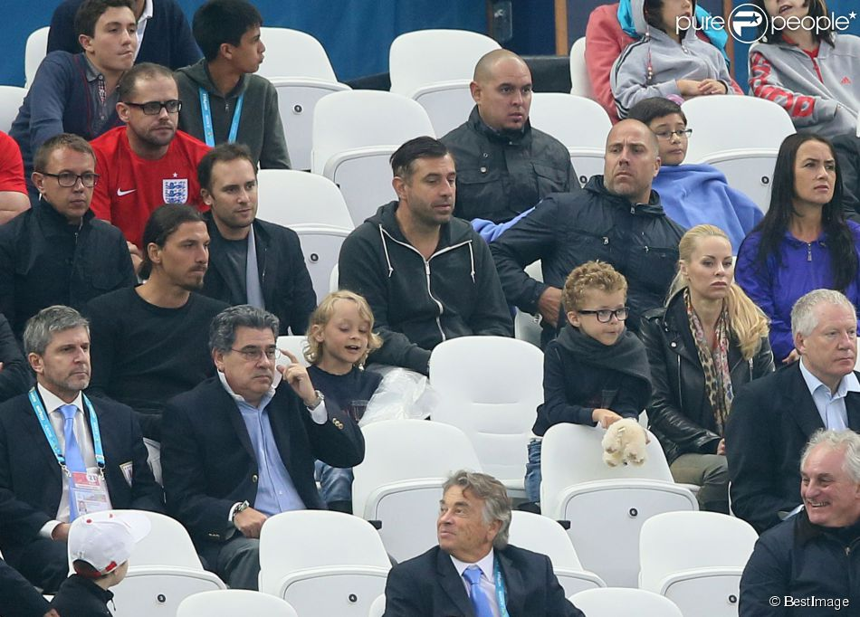 Zlatan Ibrahimovic avec sa femme Helena Seger et ses fils Maximilian et Vincent lors du match Angleterre-Uruguay (0-2) à Sao Paulo, le 19 juin 2014 lors de la Coupe du monde 2014