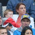 Coleen Rooney avec ses enfants Kai et Klay lors du match Angleterre-Uruguay à Sao Paulo, le 19 juin 2014 à l'occasion de la Coupe du monde 2014