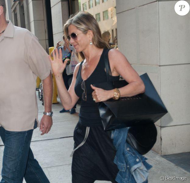 Jennifer Aniston fait du shopping à New York le 24 juin 2014.