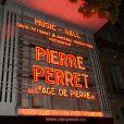 Pierre Perret sur la scène de l'Olympia à Paris, pour ses 80 ans, le 9 juillet 2014.