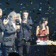 Laurent Baffie filme Pierre Perret sur la scène de l'Olympia à Paris, pour ses 80 ans, le 9 juillet 2014.