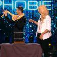 Elodie Gossuin et Baptiste Giabiconi hypnotisés, dans Stars sous hypnose, le vendredi 11 juillet 2014 sur TF1.