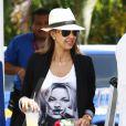 Exclusif - Jessica Alba, son mari Cash Warren et leurs filles Honor et Haven arrivent à Mexico pour leurs vacances, le 11 juillet 2014.