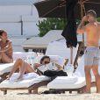 Jessica Alba et son mari Cash Warren en vacances à Cancun au Mexique, le 11 juillet 2014.