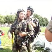 David Pujadas devient la risée du web après son saut en parachute...