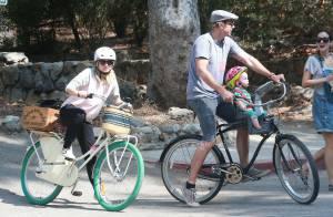 Kristen Bell enceinte: Baby bump radieux pour une virée à vélo avec mari et bébé