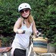Exclusif - Kristen Bell enceinte, fait du vélo à Los Feliz, le 15 juillet 2014.