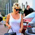 Pamela Anderson va dîner avec une amie à Malibu le 5 juillet 2014.