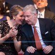 Le roi Philippe et la reine Mathilde de Belgique, enjoués et complices, ont assisté au bal populaire organisé place du jeu de balles à Bruxelles le 20 juillet 2014, à la veille de la fête nationale.