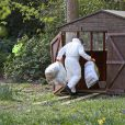 Les officiers de la police scientifique continue d'inspecter la maison de Peaches Geldof, où elle a été retrouvée morte le 7 avril 2014, à Wrotham.