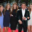 """Sylvester Stallone, sa femme Jennifer Flavin, et leurs filles Sophia, Sistine et Scarlet - Avant-première du film """"The Expendables 3"""" à Londres, le 4 août 2014."""