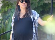 Mila Kunis enceinte : Minishort et baby bump massif pour une séance shopping