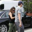Ashton Kutcher et Mila Kunis (enceinte) font du shopping dans des magasins spécialisés dans l'art le 2 Août 2014 à Los Angeles.