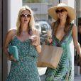 Paris et sa soeur Nicky Hilton font du shopping à Malibu, le 7 juillet 2014.