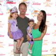 Ian Ziering, sa femme Erin Ludwig et leurs filles Penna Mae et Mia Loren assistent au spectacle Pirate & Princess : Power of Doing Good au Brookside Park. Pasadena, le 16 août 2014.