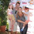 Scott Foley, sa femme Marika Dominczyk et leurs deux enfants Malina et Keller assistent au spectacle Pirate & Princess : Power of Doing Good au Brookside Park. Pasadena, le 16 août 2014.