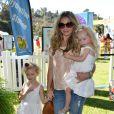 Rebecca Gayheart et ses filles Georgia et Billie assistent au spectacle Pirate & Princess : Power of Doing Good au Brookside Park. Pasadena, le 16 août 2014.