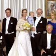 La princesse Nathalie de Sayn-Wittgenstein-Berleburg et Alexander Johannsmann avec leur fils Konstantin lors de leur mariage religieux le 18 juin 2011 à Bad Berleburg.