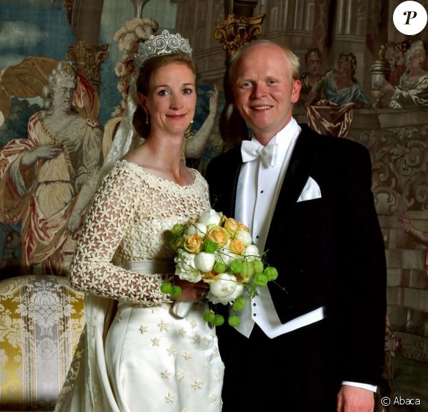 La princesse Nathalie de Sayn-Wittgenstein-Berleburg et Alexander Johannsmann lors de leur mariage religieux le 18 juin 2011 à Bad Berleburg.
