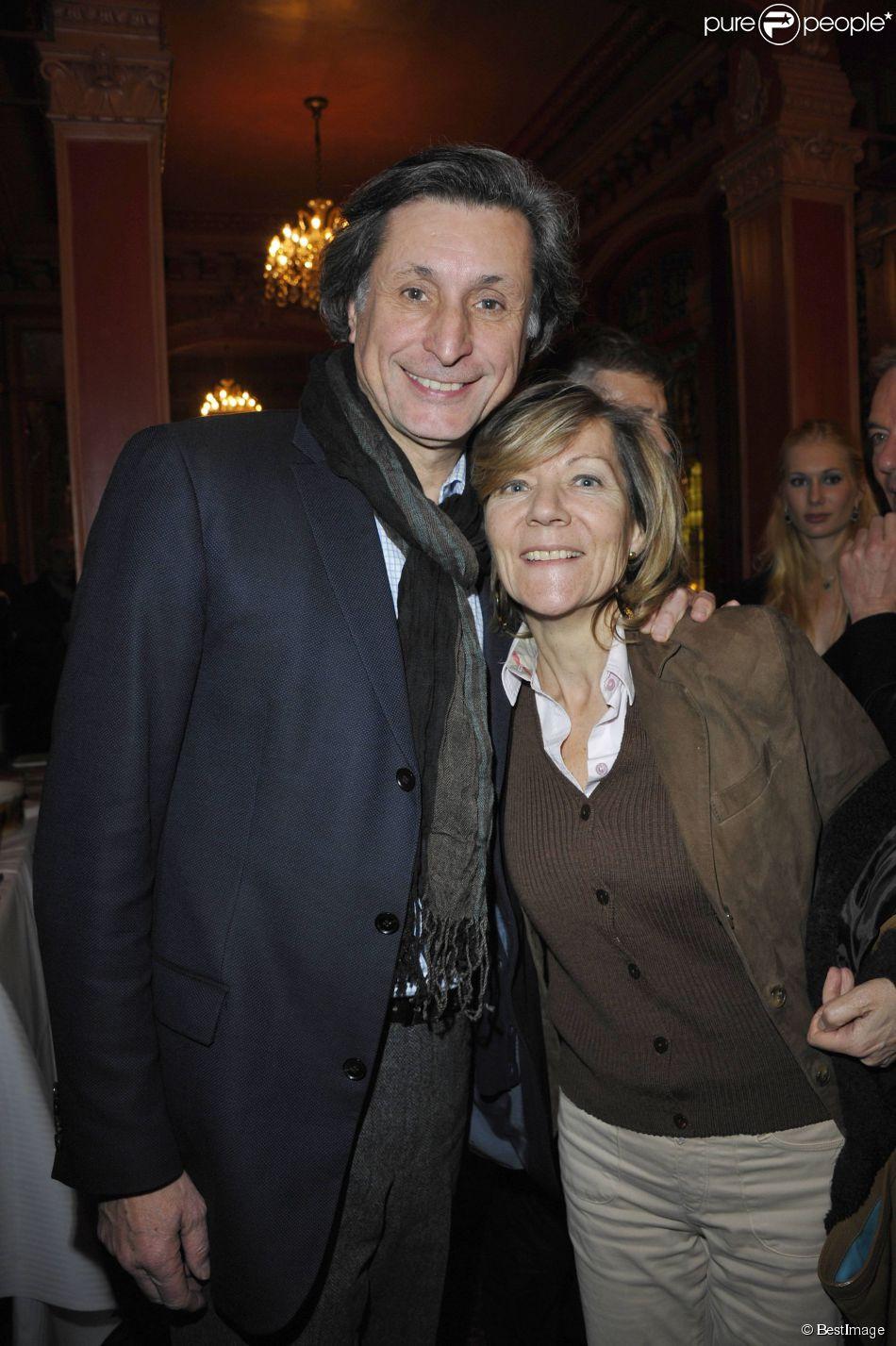 """PATRICK DE CAROLIS ET SA FEMME CAROL ANN - GENERALE DE LA PIECE """"HAROLD ET MAUDE"""" AU THEATRE ANTOINE A PARIS, le 5 MARS 2012 05/03/2012 - PARIS"""