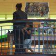 Kim Kardashian et son neveu Mason se rendent au cinéma pour regarder Teenage Mutant Ninja Turtles. Calabasas, le 19 août 2014.