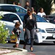 Kim Kardashian et son neveu Mason sortent à tête à tête à Calabasas. Le 19 août 2014.