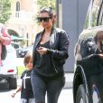Kim Kardashian et son neveu Mason Disick profitent de leur après-midi à Calabasas. Le 19 août 2014.
