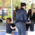 Kim Kardashian et son neveu Mason Disick arrivent au cinéma pour regarder Teenage Mutant Nija Turtles. Calabasas, le 19 août 2014.
