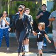 Kim Kardashian et son neveu Mason Disick quittent le cinéma après avoir regardé Teenage Mutant Ninja Turtles. Calabasas, le 19 août 2014.