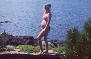 Ali Larter, enceinte : En bikini, elle affiche son baby bump