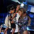 Beyoncé sur la scène des MTV Video Music Awards avec son mari Jay-Z et leur fille Blue Ivy. Los Angeles, le 25 mai 2014.