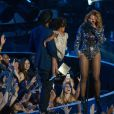 Beyoncé sur la scène des MTV Video Music Awards avec son mari Jay-Z et leur fille Blue Ivy. Los Angeles, le 24 août 2014.