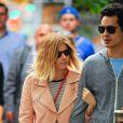 Kate Mara et son compagnon Max Minghella se promènent à New York, le 4 juin 2014.