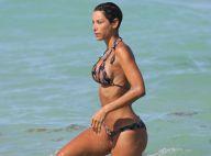 Nicole Murphy : Une célibataire sexy à la plage