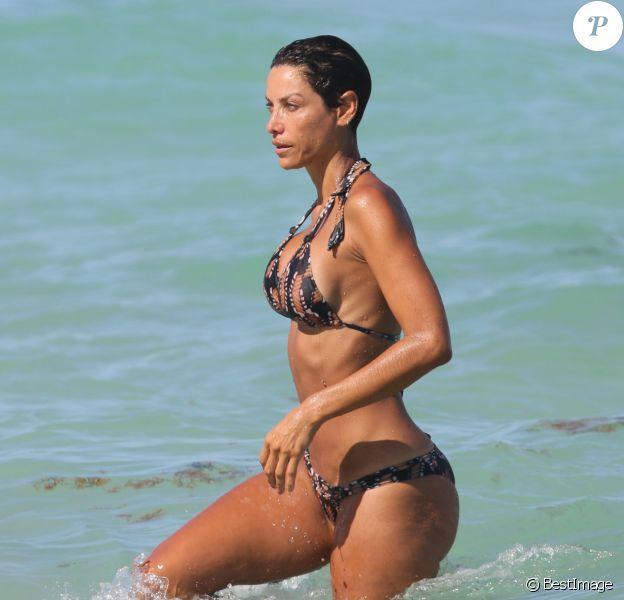 Nicole Murphy passe le Labor Day (la fête du travail) sur une plage de Miami. Le 1er septembre 2014.