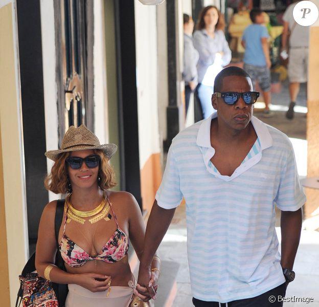 Beyoncé et Jay-Z, très amoureux, se promènent dans les rues de Portofino le 6 septembre 2014.