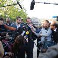 Jérôme Kerviel face aux journalistes après avoir quitté la prison de Fleury-Mérogis, le 8 septembre 2014 au matin.