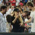 Shakira, enceinte, et son compagnon Gerard Piqué assistent au quart de finale de la coupe du monde de basket entre la Slovénie et les États-Unis à Barcelone en Espagne le 9 septembre 2014.