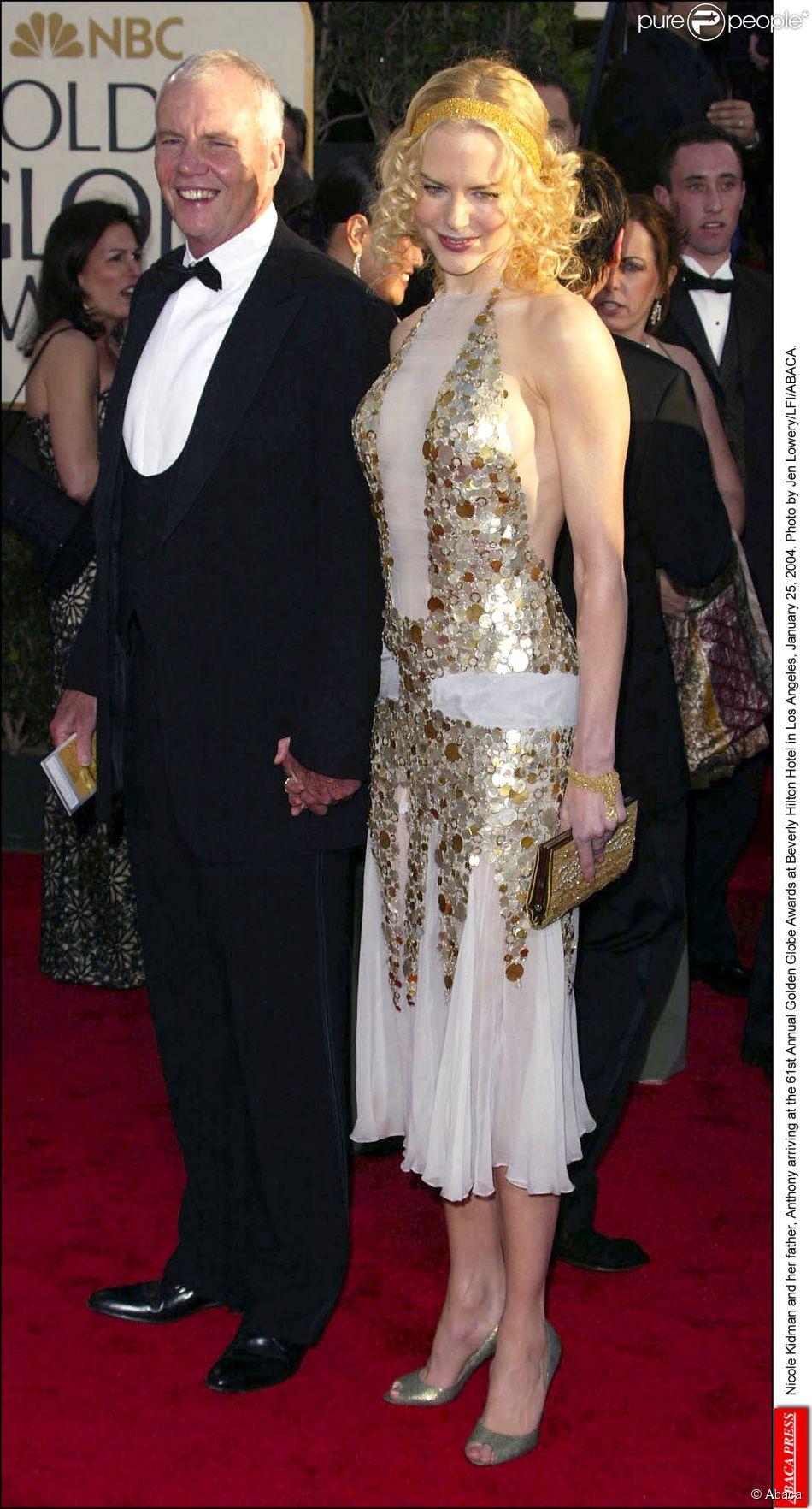 Nicole Kidman et son père Antony lors des Golden Globes à Los Angeles en 2004