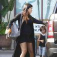 Exclusif - Kourtney Kardashian, enceinte et de sortie à Malibu, avec son fils Mason et des amis. Le 11 septembre 2014.