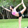 Exclusif - Lisa Opie fait du yoga dans un parc à Miami, le 14 septembre 2014.
