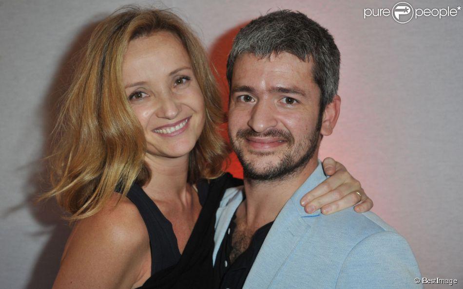 Le chanteur Grégoire et sa femme Eléonore de Galard - Soirée d'inauguration de la FIAC 2013 (Foire Internationale d'Art Contemporain) au Grand Palais à Paris le 23 octobre 2013.