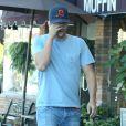 Ashton Kutcher et Mila Kunis (enceinte) sont allés déjeuner avec des amis à Studio City, le 21 septembre 2014.