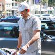 Ashton Kutcher se promène à Beverly Hills le 16 septembre 2014.